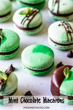 Mint Chocolate Macarons #mint #chocolate #macarons #frenchmacarons #glutenfree Mint Chocolate, Chocolate Ganache, Health Dinner, Vegetarian Chocolate, Sans Gluten, Coconut Cream, Summer Recipes, Cake Recipes, Dinner Recipes