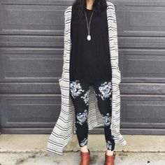 LOVE this black and white print on her leggings with a stripped Lularoe Sarah duster. Finished off with tan brown booties - YES you can wear black with brown! Legging Outfits, Floral Leggings Outfit, Polka Dot Leggings, Leggings Style, Lula Outfits, Fashion Outfits, Fashion Hacks, Spring Outfits, Fashion Tips