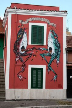 by Veks Van Hillik - for MURo - Roma, Italy - Aug 2014 (http://veksvanhillik.tumblr.com/post/95205311010/frog-frogg-new-wall-for-muro-project)