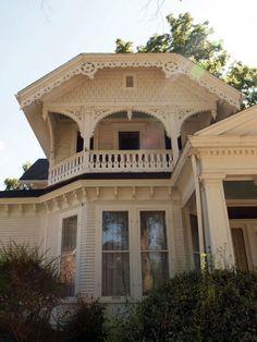 Queen Anne Style Victorian Home in Eaton Rapids, Michigan