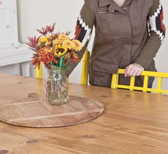Uma sala de jantar cheia de ideias. Veja: https://www.casadevalentina.com.br/blog/detalhes/uma-sala-de-jantar,-muitas-ideias-2777  #decor #decoracao #interior #design #casa #home #house #idea #ideia #detalhes #details #color #cor #ideia #idea #dining #diningroom #saladejantar #casadevalentina
