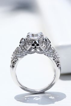Symbol Of Death Skull Ring Classic Solitaire Diamond Skull Ring Women Gothic Wedding Jewelry Dark Angel Wings and Skull Engagement Ring