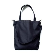 Bag to work. Elegantly simple black vegan bag. Dress up your look with KOSMOS  #moda #polishbrand #fashionbag #fashion #polishgirl #minimalism #blackbag #winter #autumn #tukosmos #daily #instagood