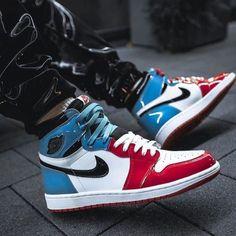 Sales-priced air jordan 1 og hi retrogym red 555088 061 sale Girls Sneakers, Best Sneakers, Sneakers Fashion, Fashion Shoes, Sneakers Nike, Zapatillas Jordan Retro, Jordan Yeezy, Sneaker Store, Shoes