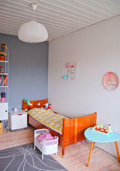 Kids room - Vintage teak bed - EllevillaMalla