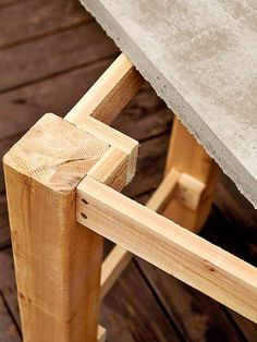 Easy Woodworking Projects This concrete table will withstand the elements and rejuvenate your yard. - Build an outdoor table that will withstand the elements and rejuvenate your yard. Table Beton, Concrete Table, Concrete Patios, Diy Concrete Vanity Top, Cement Patio, Concrete Wood, Wood Patio, Into The Woods, Pallet Furniture