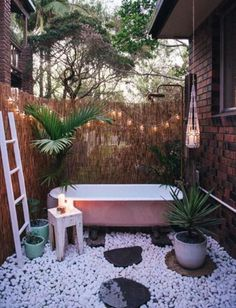 Browse photos of Awesome Outdoor Bathrooms Leaving You Feeling Refreshed, and discover Outdoor Bathroom Designs, Outdoor Bathrooms That Emanate Relaxation, Wonderful Outdoor Shower and Bathroom Design Ideas, and more. Hot Tub Privacy, Outdoor Bathtub, Outdoor Bathrooms, Outdoor Showers, Garden Bathtub, Outdoor Spaces, Outdoor Living, Rustic Outdoor, Outdoor Decor