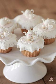 Vanilla Pumpkin Spice Cupcakes This would be great for a little girls party or for a Tea party. Mini Cakes, Cupcake Cakes, Cupcake Toppers, Cup Cakes, Rose Cupcake, Tea Party Cupcakes, White Cupcakes, Tea Party Desserts, Ladybug Cupcakes