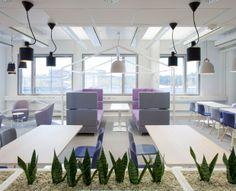 Inkoo Pro High -sohvien yhteyteen liitettiin tukevat ja vähäeleiset Osio-pöydät, joita voidaan käyttää esimerkiksi läppärityöskentelyyn.