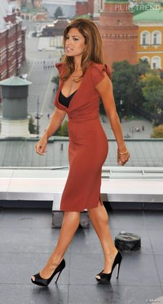Eva Mendes and Ryan Gosling: The Super-Private Couple Have Been Together Since 2011 - Celebrities Female Eva Mendes Age, Eva Mendes And Ryan, Eva Mendes Dress, Fashion Week, Work Fashion, Womens Fashion, Fashion Trends, Fashion Styles, Diy Fashion