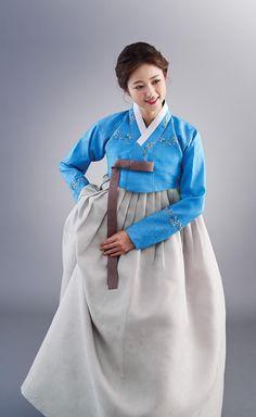 Korean Traditional, Traditional Dresses, Modern Hanbok, Dress Outfits, Raincoat, Jackets, Fashion, Rain Jacket, Down Jackets
