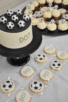 Cristiano Ronaldo and Real Madrid inspired birthday soccer party! 10 Birthday Cake, Soccer Birthday Parties, Soccer Party, Cupcake Cookies, Cupcake Toppers, Ronaldo Birthday, Soccer Wedding, Sport Cakes, Festa Party