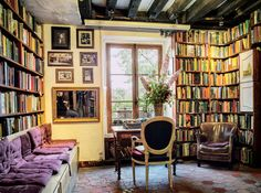 Shakespeare and Company// Worlds most amazing libraries