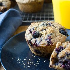 Moist with a tender cinnamon-y crumb and loaded with fresh blueberries. It's the kind of healthy breakfast muffin everyone loves! Healthy Breakfast Muffins, Health Breakfast, Breakfast Cereal, Machine Sport, Healthy Meals For Two, Easy Meals, Blueberry Bran Muffins, All Bran, Cinnamon Recipes