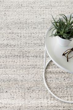 Cabo white vloerkleed New Homes, Carpet, Rugs, House Styles, Interior, Inspiration, Home Decor, Terrace, Dining Room