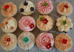 Summer Cupcakes with flower decorations