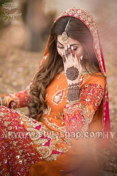 pink & orange maxi lehenga dress mughal style black & green lehenga Latest Bridal Mehndi Dresses Wedding Collection (1)