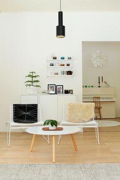 Tuo Artekin lamppu on ihana. Lounge, Airport Lounge, Drawing Rooms, Lounges, Lounge Music, Family Rooms
