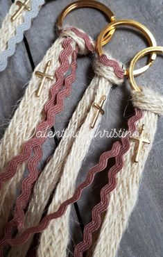 Handmade Keychains, Diy Keychain, Handmade Jewelry, Diy Tassel, Tassels, Girl Baptism Party, Craft Stalls, Baby Christening, Craft Show Ideas