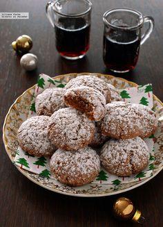 Si buscáis una receta de galletas sencilla, rápida y no muy voluminosa, pensando en hacer un regalo estas fiestas, las amaretti de chocolate y ca...