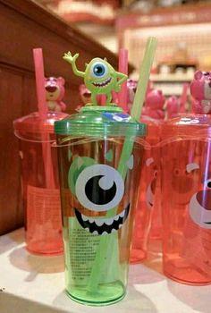 Disney Gift, Disney Food, Cute Disney, Copo Starbucks, Mike From Monsters Inc, Disney Cups, Cute Water Bottles, Disney Monsters, Cute Cups