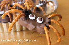 Spooky Sweet Treat! Reese's Peanut Butter Pumpkin Spiders