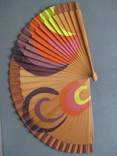 DIY 47 | papeldecesta Painted Fan, Outdoor Pergola, Art Education, Hand Fan, Fan Art, Cool Stuff, Painting, Fun, Baguettes