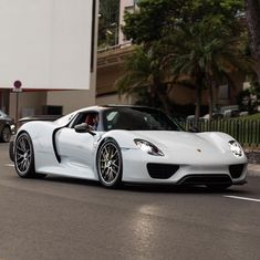 Porsche 918 Spider painted in White w/ the Weissach Package Photo taken by: @matsbutlersphotograohy on Instagram