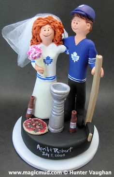 Toronto Maple Leafs Wedding Cake only the guy would be in Habs Jersey
