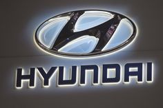 The #Superbowl is the pinnacle of TV advertising, and that means most advertisers spend months laboring over their TV spots. But this year, Hyundai will try to get people's attention in a new way by filming its ad during the game, in real time! #SuperbowlAds