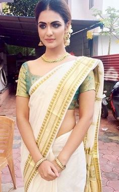 Gorgeous South Indian Saree Fashion look, complimented w/ Flowers on Hair, via @sunjayjk