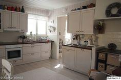 keittiö,puustelli,taso,keittiön kaapit,vetimet Kitchen Cabinets, Home Decor, Kitchen Cupboards, Homemade Home Decor, Decoration Home, Kitchen Shelves, Interior Decorating