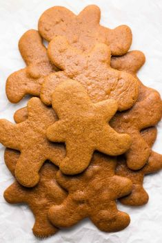 The Ultimate Healthy Gingerbread Cookies -- these skinny cookies don't taste healthy at all! Only 52 calories! You'll never need another gingerbread cookie recipe again! Healthy Gingerbread Cookies, Healthy Cookies, Healthy Baking, Healthy Desserts, Ginger Man Cookies, Ginger Bread Cookies Recipe, Cookie Recipes, Ww Recipes, Healthy Christmas Treats