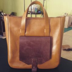 Kentang Coklat Totebag #leather #leathergoods #leatherbag #totebag #leathertotebag #vegetabletanned #handmade #indonesia by miliproduct #tailrs
