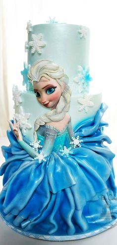 I love the way they made Elsa's skirt in on this Frozen Cake Torte Frozen, Frozen Theme Cake, Bolo Frozen, Gorgeous Cakes, Pretty Cakes, Cute Cakes, Amazing Cakes, Fondant Cakes, Cupcake Cakes