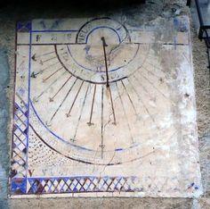 Vertical dial, motto: Me lumen vos umbra regit Space Time, Sundial, Motto, Mottos