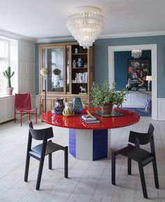The Apartment is a liaison of 20th century furniture, contemporary art and design, showcased in the elegant setting of a beautifully restored 18th century apartment in Christianshavn, a charming district of the old Copenhagen.