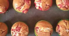 Mennyei Epres-túros muffin recept! Kisfiam nagyon szereti az epret, a túrót és a sütiket...ezért készült el ez a muffin:) Fun Desserts, Scones, Donuts, Cake Recipes, Muffins, Food And Drink, Yummy Food, Sweets, Cookies