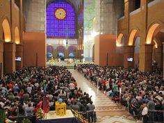 Basílica lotada no Santuário Nacional de Aparecida (Foto: Carlos Santos/ G1)