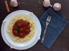 """Řecky inspirované kuličky z hovězího masa a s rajčatovou omáčkou a květákovou """"rýží"""""""