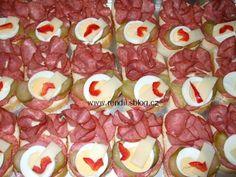 POHOŠTĚNÍ-obložené chlebíčky - Rendiny stránky Sushi, Sausage, Ethnic Recipes, Animales, Ideas, Sausages, Sushi Rolls, Chinese Sausage