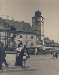 Sibiu - Turnul Consiliului - interbelica Vintage Photographs, Film Photography, Romania, To Go, Louvre, Street View, History, Architecture, Building