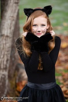 recipes easy DIY Halloween Costumes for Teens and Tweens Easy DIY Cat Costume for teen girls and women - Simple cat makeup Cat Girl Costume, Costumes For Teenage Girl, Halloween Costumes For Teens Girls, Halloween Costumes For Girls, Halloween Diy, Woman Costumes, Teen Costumes, Pirate Costumes, Couple Costumes