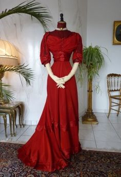 Edwardian Red Silk Gown, ca. 1910 Wouldn't it be awesome if I wrote a character who wore red and bold clothes and had that kind of a character? Edwardian Gowns, Edwardian Clothing, Antique Clothing, Edwardian Fashion, Vintage Fashion, Historical Clothing, Fashion Goth, Vintage Beauty, Victorian Dresses