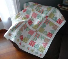 Cute Quilt by Hummingbird Hollow Quilt.  Pattern = Charming Star by Moda Bake Shop (@ModaFabrics).