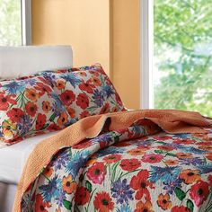 Showcasing a floral motif, this lovely quilt set adds a charming touch to your master suite or guest room.  Product: Twi...