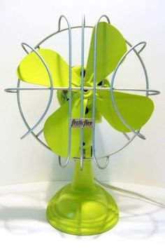 good idea to redo the old fan I have Antique Fans, Vintage Fans, Go Green, Green Colors, Electric Fan, Different Shades Of Green, Color Inspiration, Favorite Color, Antiques