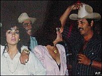 """Sandra Ávila Beltrán junto al narcotraficante Ismael Zambada en 1993. Parte de la """"aristocracia del narco"""""""