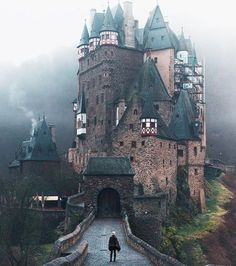The medieval Eltz Castle in Wierschem is the - reisen bilder - Urlaub Places Around The World, The Places Youll Go, Places To See, Around The Worlds, Car Places, Beautiful Castles, Beautiful Places, Beautiful Hotels, Beautiful Sky