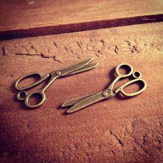 8 Pcs Sewing Scissors Charms Antique Bronze Scissors Alice in Wonderland Charm Sew Charm Vintage Style Pendant Charm Jewelry Supplies (B050)